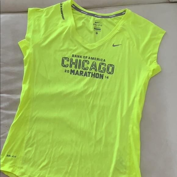 buying new sneakers wholesale price 💛 Women's Nike Dri-Fit Chicago Marathon Tee Shirt